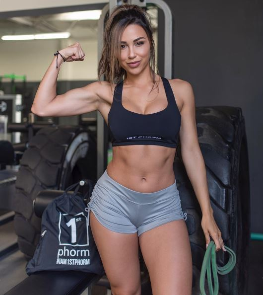 Ana Cheri8