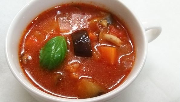 トマトベースの夏野菜スープ